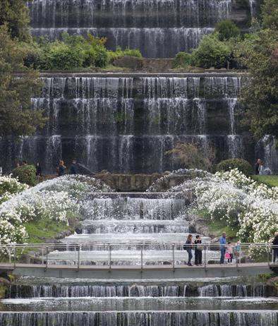 Giardino Delle Cascate Roma.Roma Dopo 60 Anni Riapre Il Giardino Delle Cascate All Eur