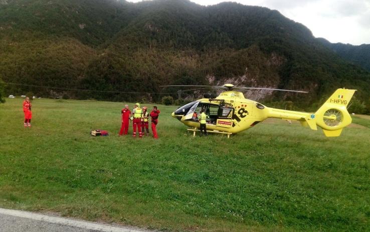 Maltempo: Friuli, albero su tenda, trovata vittima