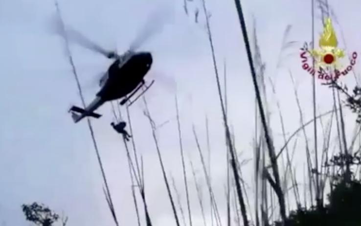 Travolto dal torrente Raganello in piena: il video del salva