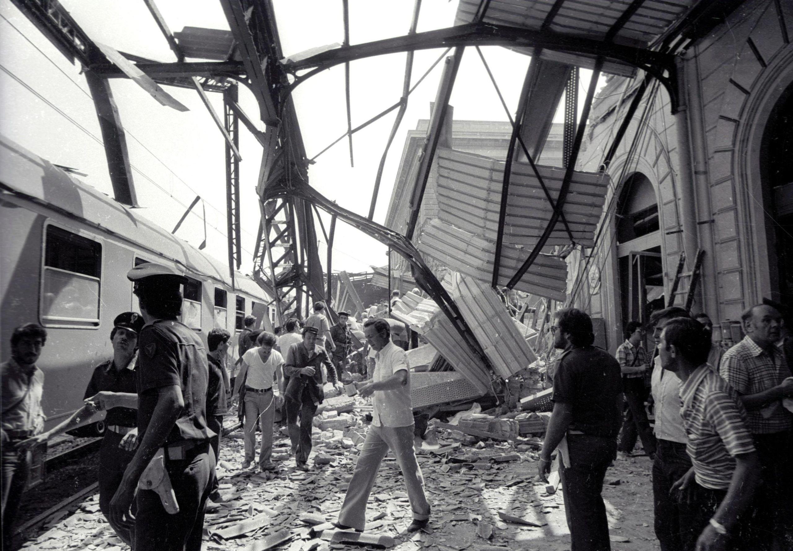 Strage di Bologna, storia dell'attentato alla stazione del 2 agosto 1980 | Sky TG24